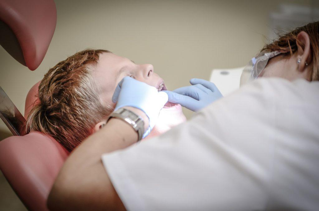 wizyta dziecka u stomatologa